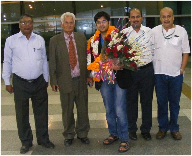 Reception of Negi at Delhi Airport