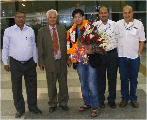 Reception of Negi at Delhi Airport