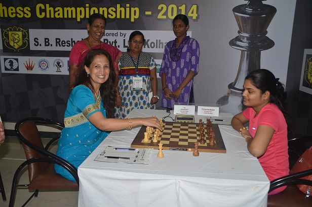 Mrs.Nina Ranjeet Patil (Chief guest) inaugurated 10th round against Pratyusha Bodda