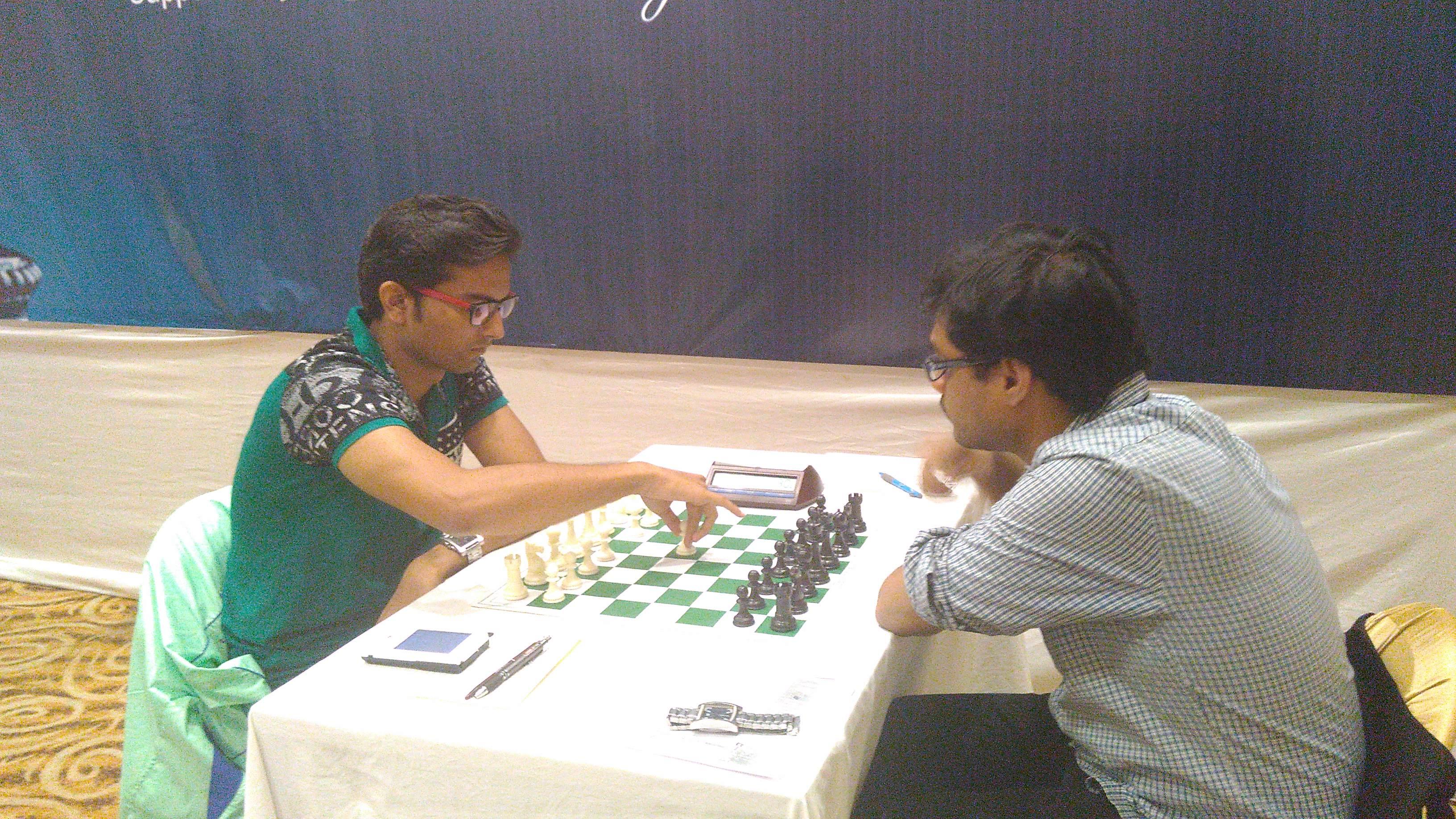 Swapnil Dhopade in sole lead