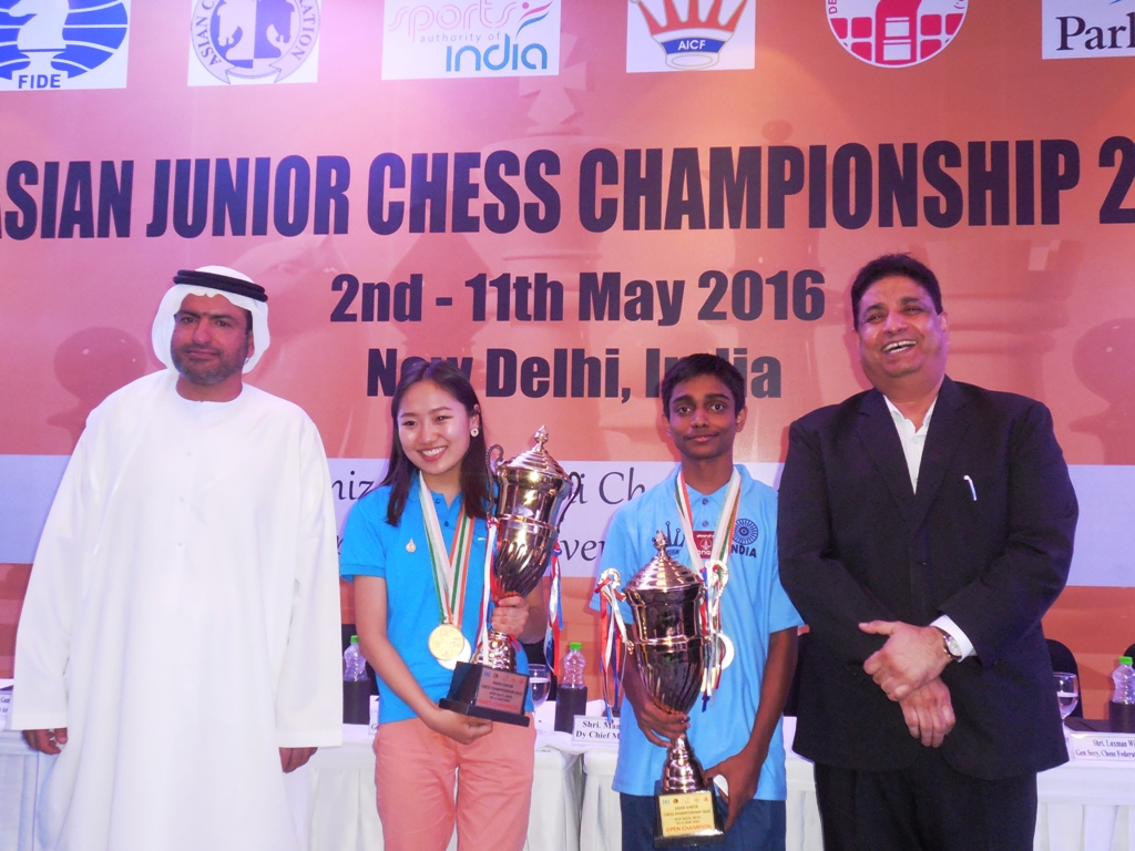 Asian Chess Federation General Secretary Hisham Al Taher and Deputy President Bharat Singh with winners