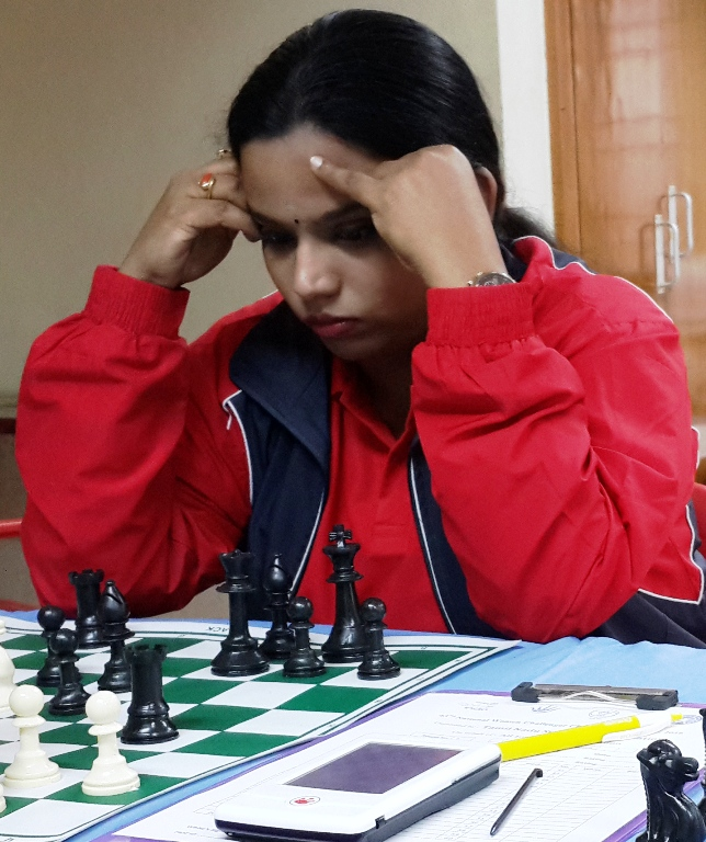 Four share lead, Swati stuns Eesha