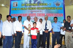 priansh-das-of-odisha-receives-the-champuon-trophy
